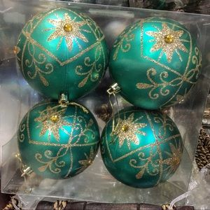 4 pc. Box Green & Gold Ball Ornaments NWT